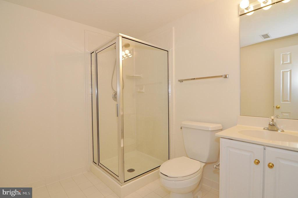 Full bath 5 - lower level - 2993 WESTHURST LN, OAKTON