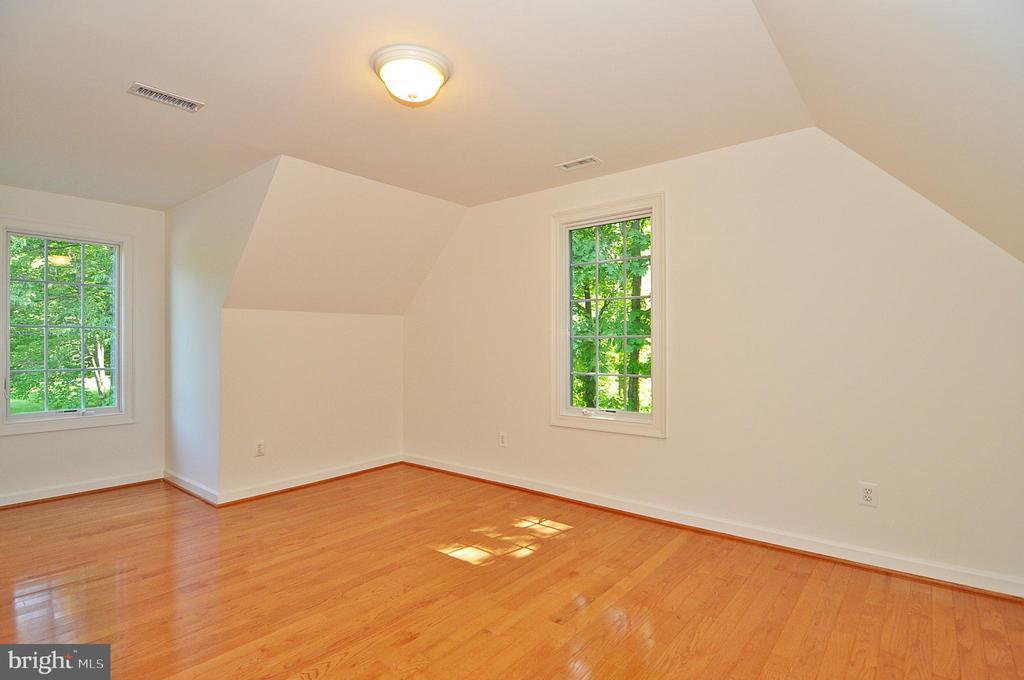 Au Pair Suite:  sitting room / Bedroom 6 - 2993 WESTHURST LN, OAKTON