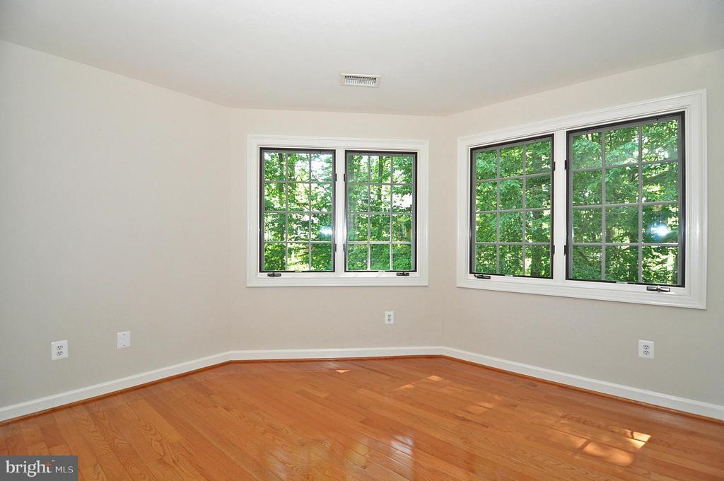Master Suite - sitting room - 2993 WESTHURST LN, OAKTON
