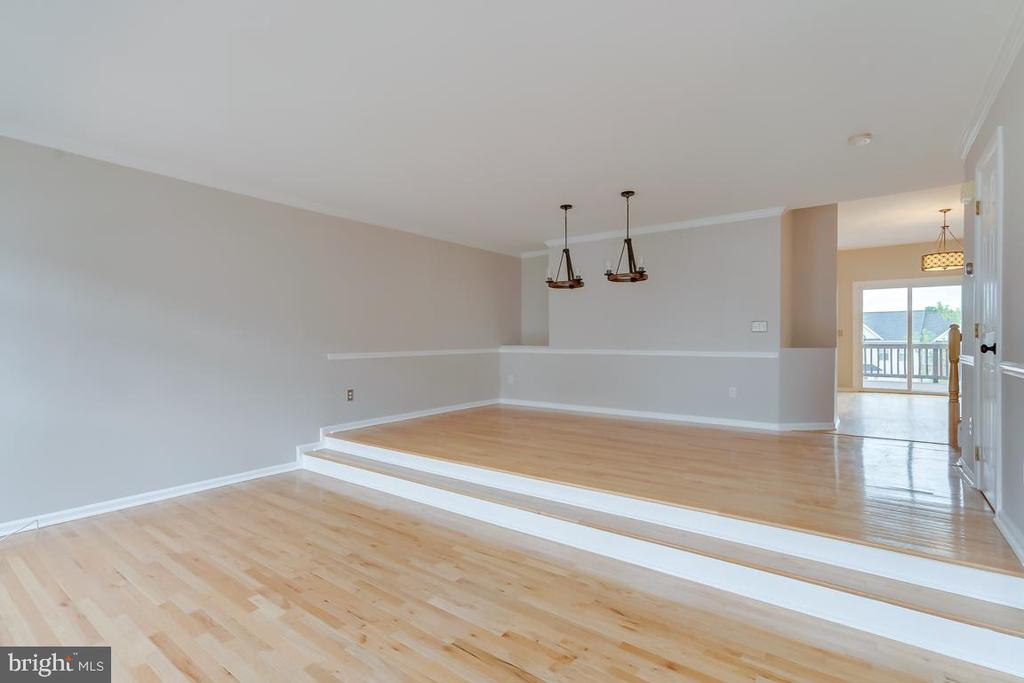 Wow! Family Room Opens to Dining/Kitchen - 5266 BALLYCASTLE CIR, ALEXANDRIA