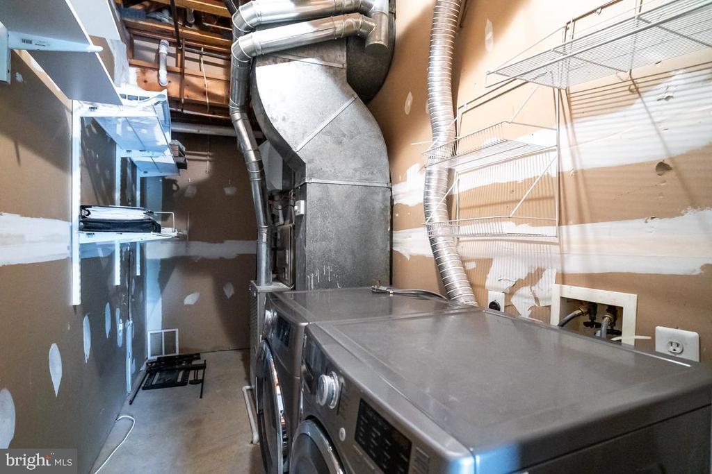 Wash/Dry, HVAC w/ Humidifier, Air Filter, Heater - 5266 BALLYCASTLE CIR, ALEXANDRIA