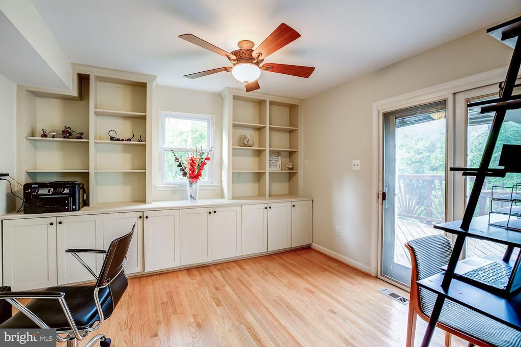 Spacious office/library with door to deck/backyard - 11012 BURYWOOD LN, RESTON