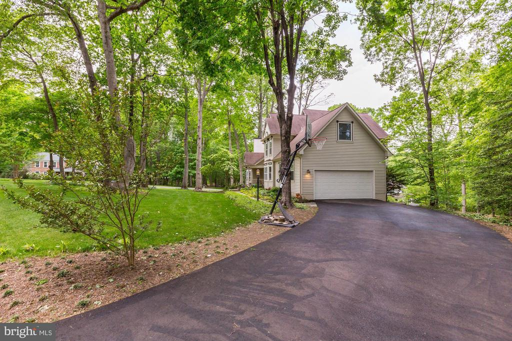 New driveway, paved in 2018 - 11012 BURYWOOD LN, RESTON