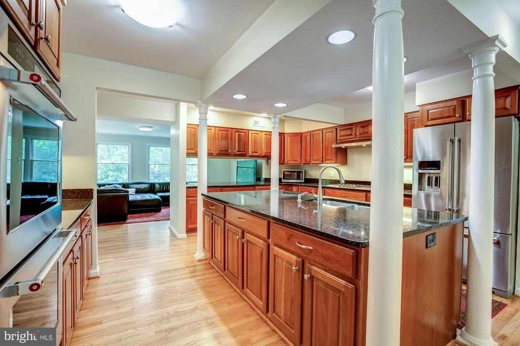 Kitchen w/ SS appliances and granite counters - 11012 BURYWOOD LN, RESTON