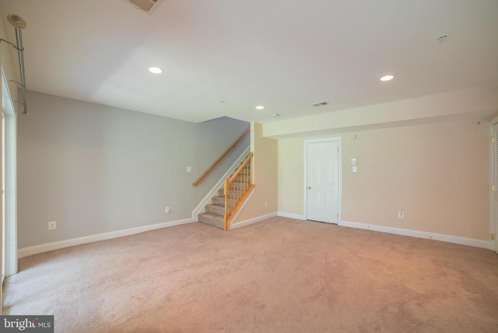 Finished Lower Level with Garage Access - 214 ZINFANDEL LN, ANNAPOLIS