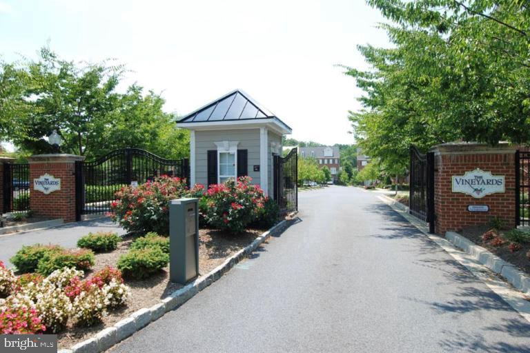 Gated Entrance to the Vineyards of Annapolis - 214 ZINFANDEL LN, ANNAPOLIS