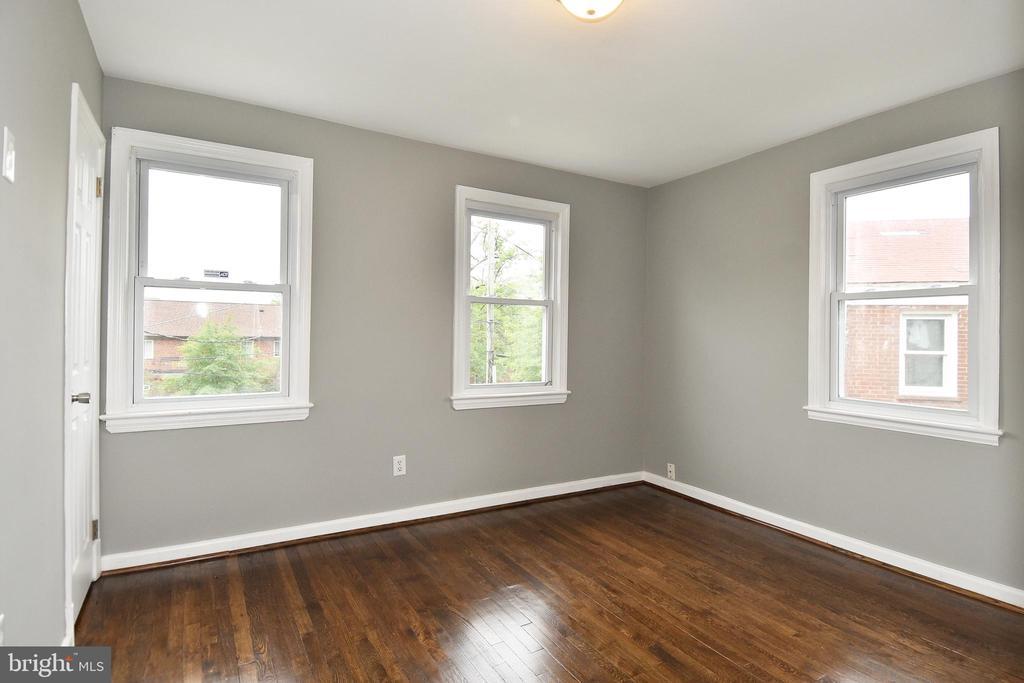 Master/Front Bedroom - 20 BASS CIR SE, WASHINGTON