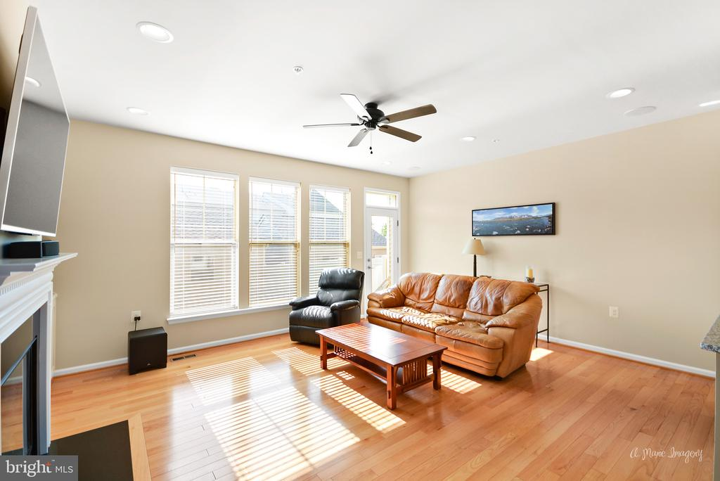 Large, sun-filled family room with gas fireplace - 3029 STONERS FORD WAY, FREDERICK