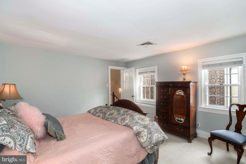 Two large windows allow natural light in - 223 N ROYAL ST, ALEXANDRIA