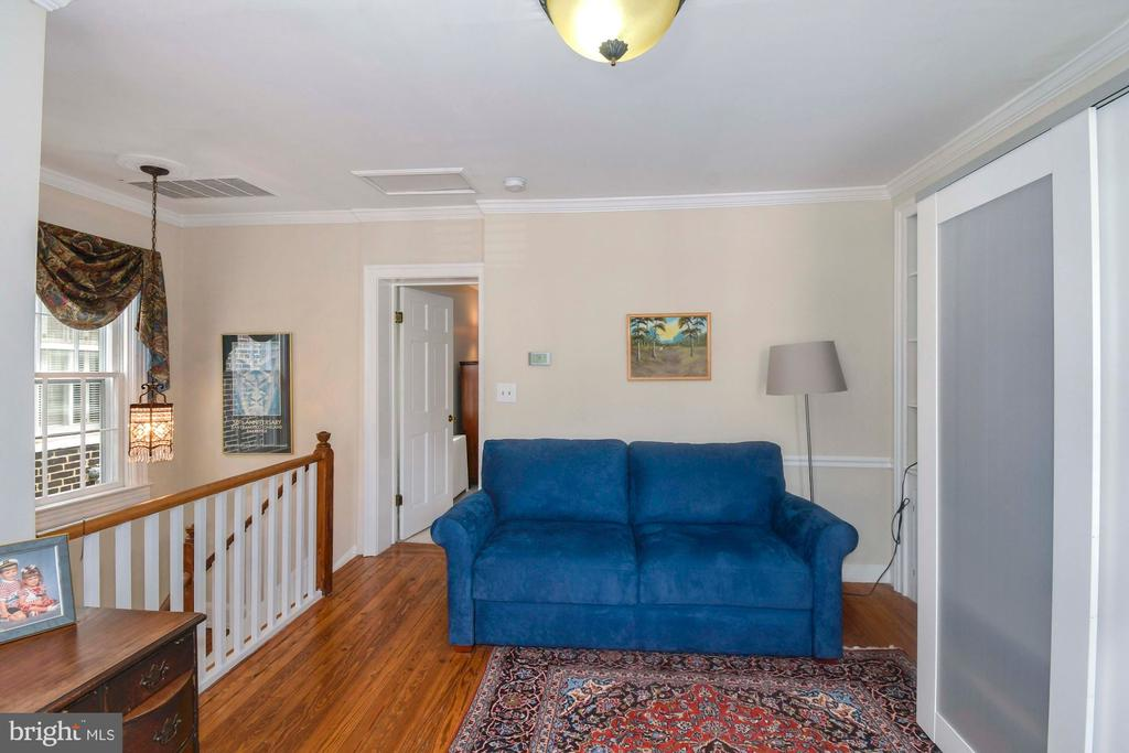 Gleaming hardwood floors and crown molding - 223 N ROYAL ST, ALEXANDRIA