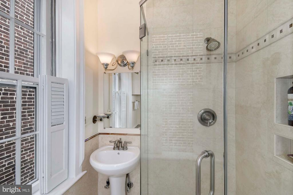 Updated full bath with seamless glass shower - 223 N ROYAL ST, ALEXANDRIA