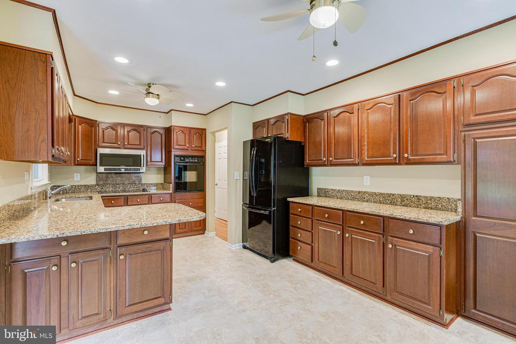 Granite counters - 4510 TIMBERY DR, JEFFERSON