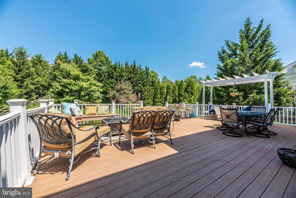Spacious deck for entertaining - 3656 BYRON CIR, FREDERICK