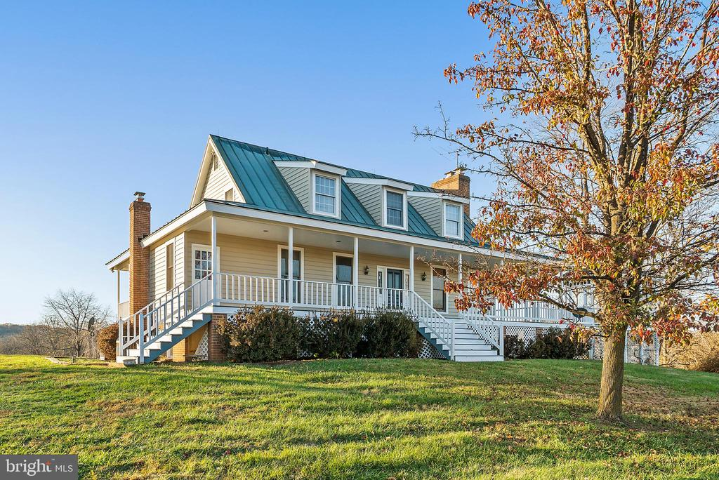 Covered porches on 3 sides - 19745 SHELBURNE GLEBE RD, PURCELLVILLE
