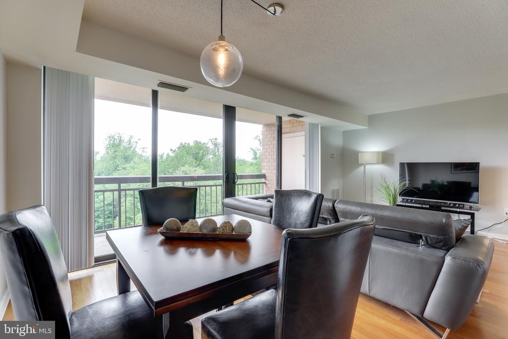 Updated and modern.  Move in ready. - 2230 GEORGE C MARSHALL DR #827, FALLS CHURCH