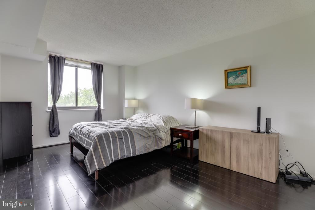 Plenty of space to make it your own. - 2230 GEORGE C MARSHALL DR #827, FALLS CHURCH