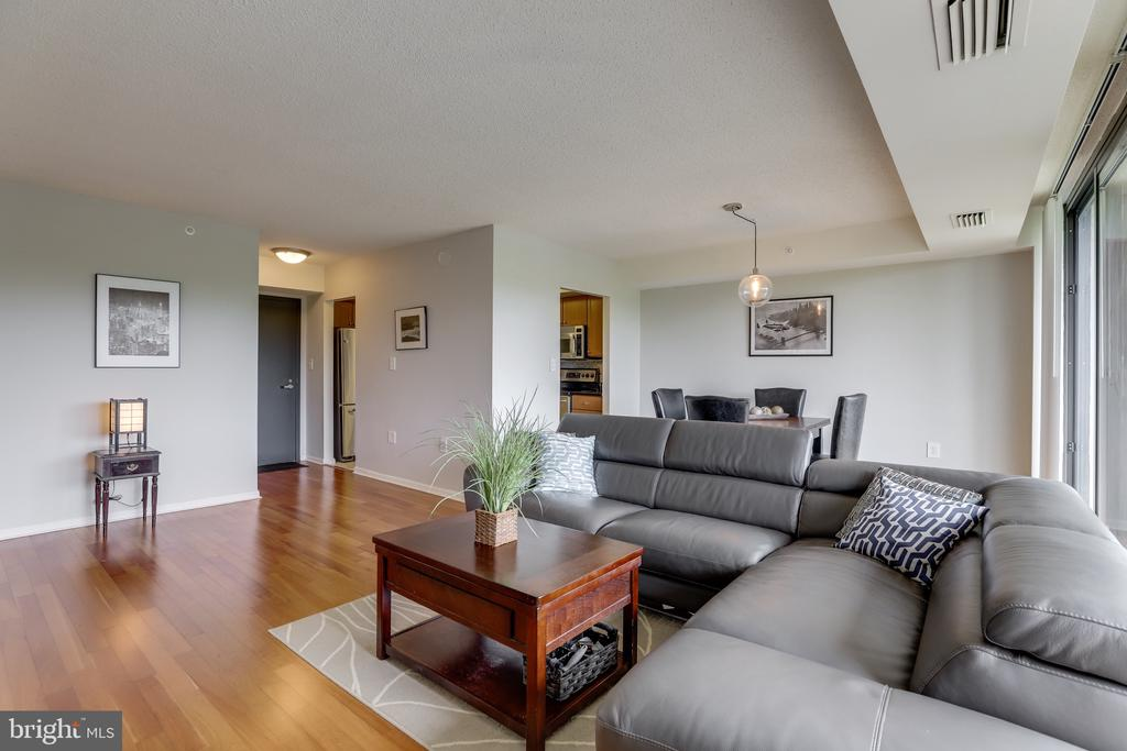 Welcome home! - 2230 GEORGE C MARSHALL DR #827, FALLS CHURCH