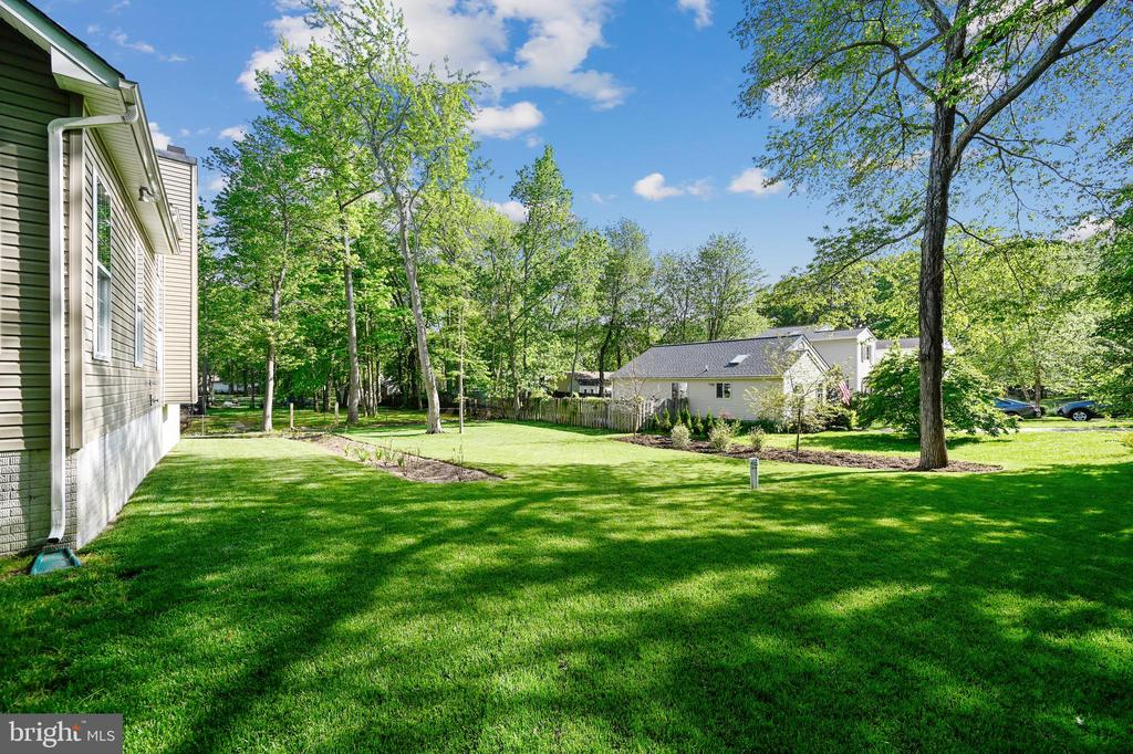 View of side yard - 3428 COHASSET AVE, ANNAPOLIS