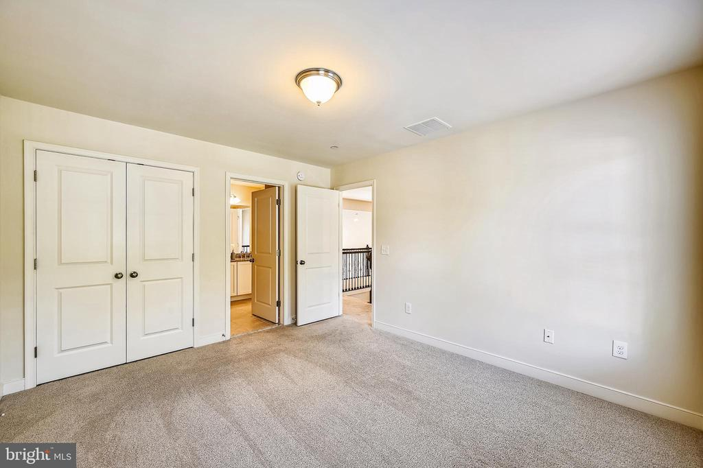 Third upper level bedroom attached to bath - 3428 COHASSET AVE, ANNAPOLIS