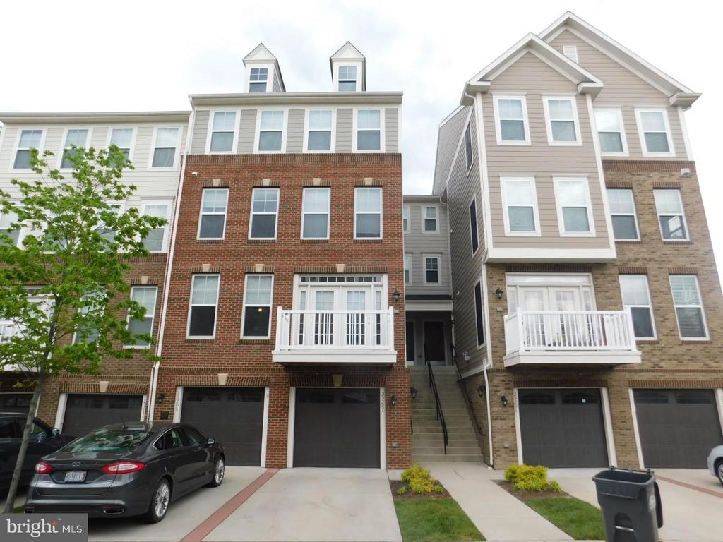 - 25207 BRIARGATE TER, CHANTILLY