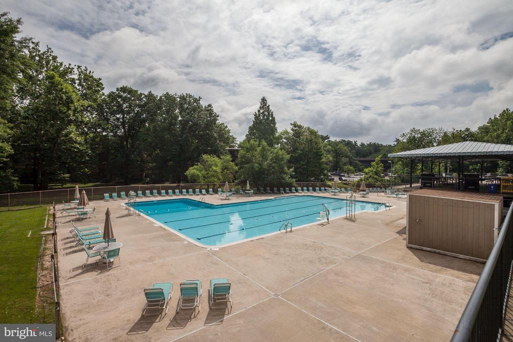 Resort-like living is a Grosvenor highlight - 10201 GROSVENOR PL #1701, NORTH BETHESDA