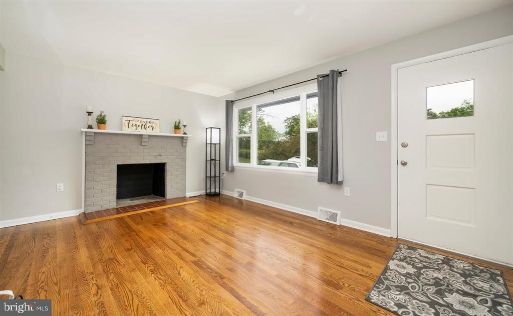 Living room with large picture window - 5239 REELS MILL RD, FREDERICK