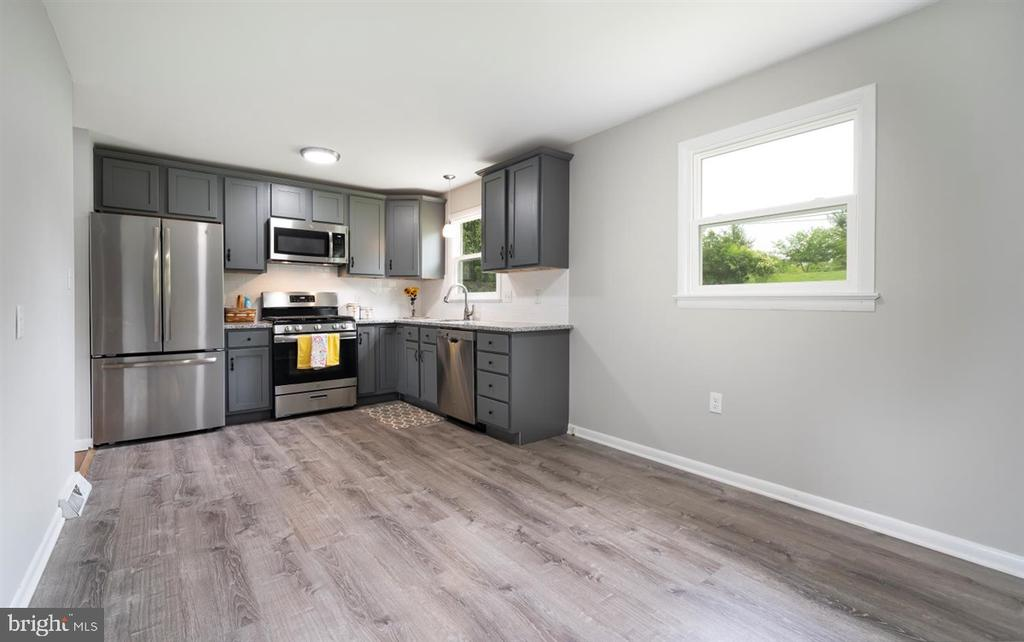 Remodeled eat-in kitchen - 5239 REELS MILL RD, FREDERICK