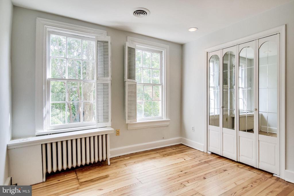 Third bedroom. All bedroom windows have shutters. - 116 S PITT ST, ALEXANDRIA