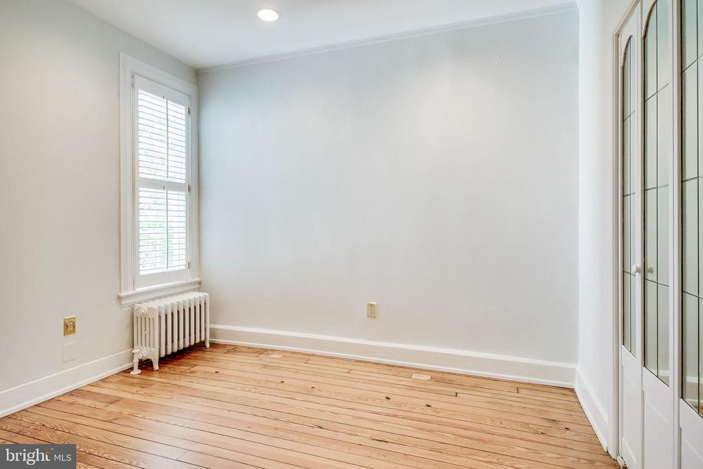 Bedroom 2 adjacent to master bedroom. - 116 S PITT ST, ALEXANDRIA