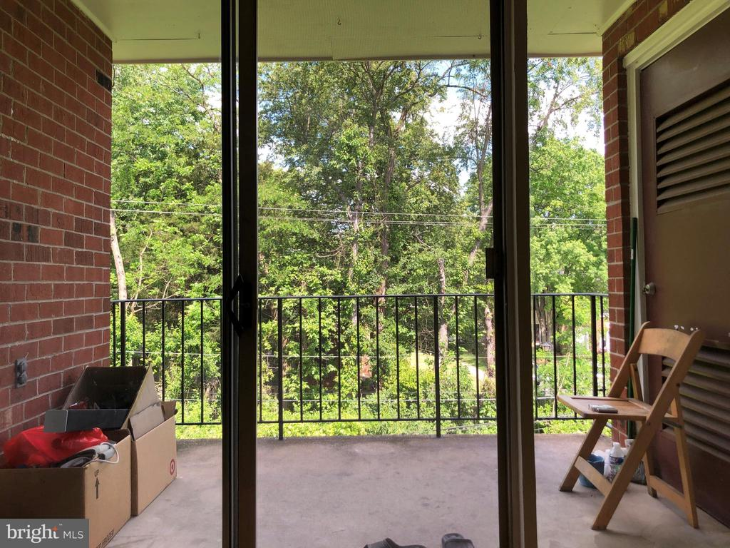 Balcony with view of trees and common area - 3975 LYNDHURST DR #303, FAIRFAX