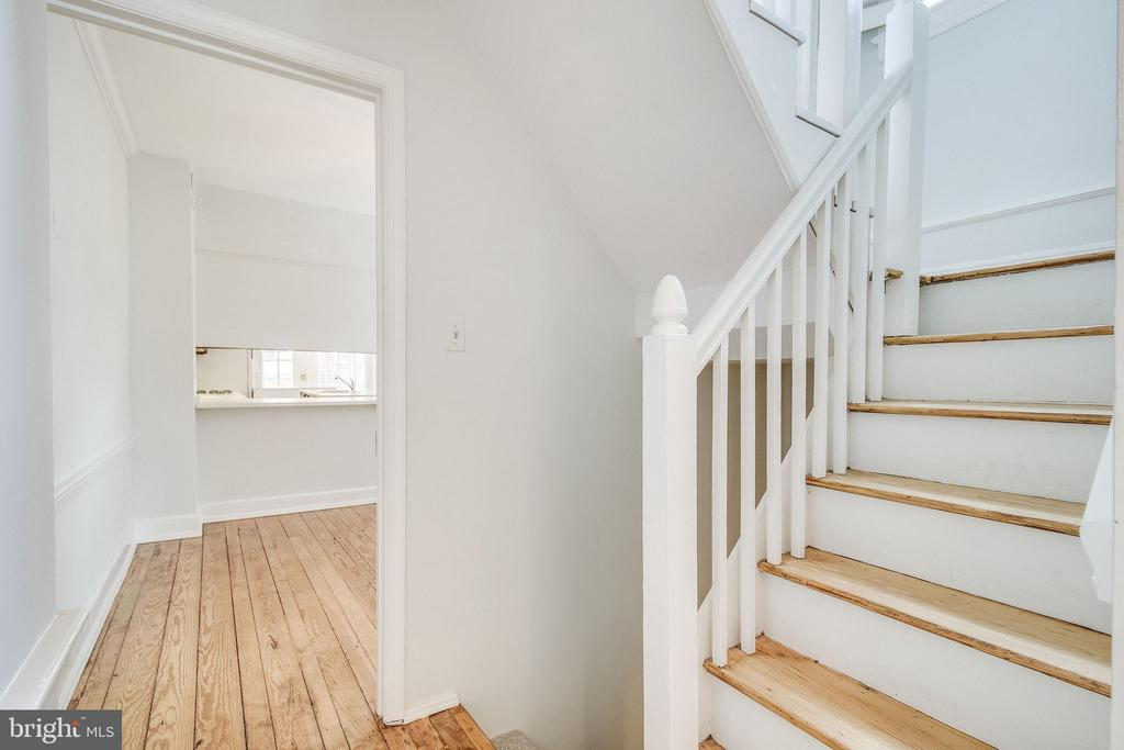 Staircase to second level. - 116 S PITT ST, ALEXANDRIA