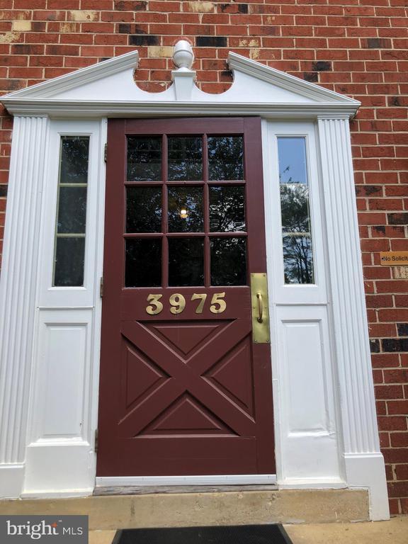 Building front door - 3975 LYNDHURST DR #303, FAIRFAX