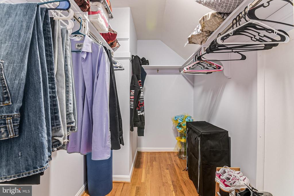 Bedroom 3 Walk-in closet - 19029 THRESHING PL, GAITHERSBURG