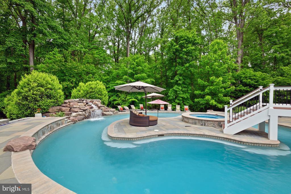 Pool, Water Fall, Island & Hot Tub/Spa - 3722 HIGHLAND PL, FAIRFAX