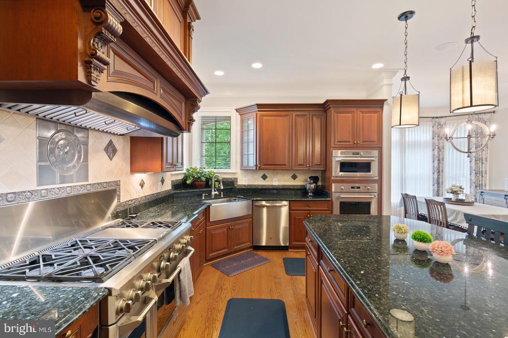 Gourmet Kitchen - 3722 HIGHLAND PL, FAIRFAX