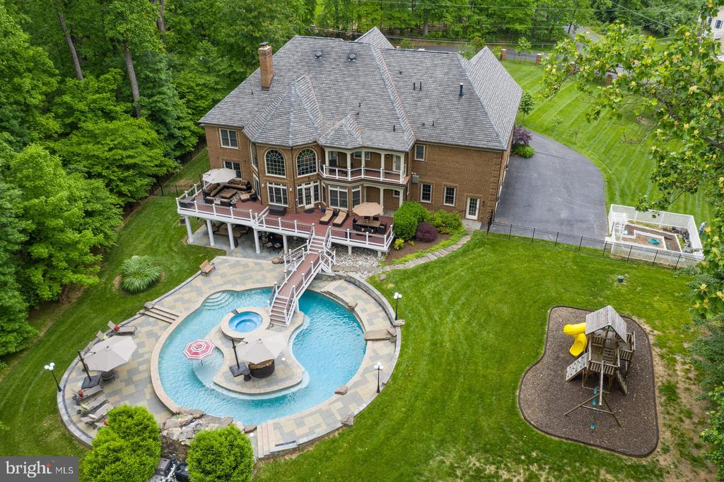 Aerial Photo Of Pool, Island, Deck And Backyard - 3722 HIGHLAND PL, FAIRFAX