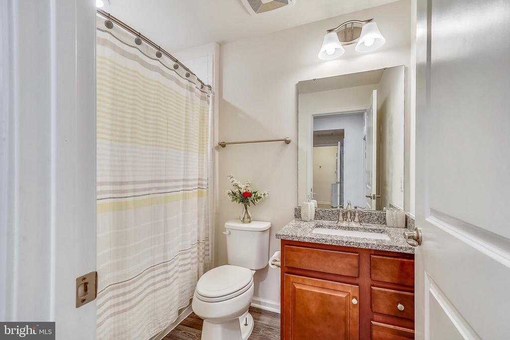 Second floor bathroom - 6464 WALCOTT LN, FREDERICK