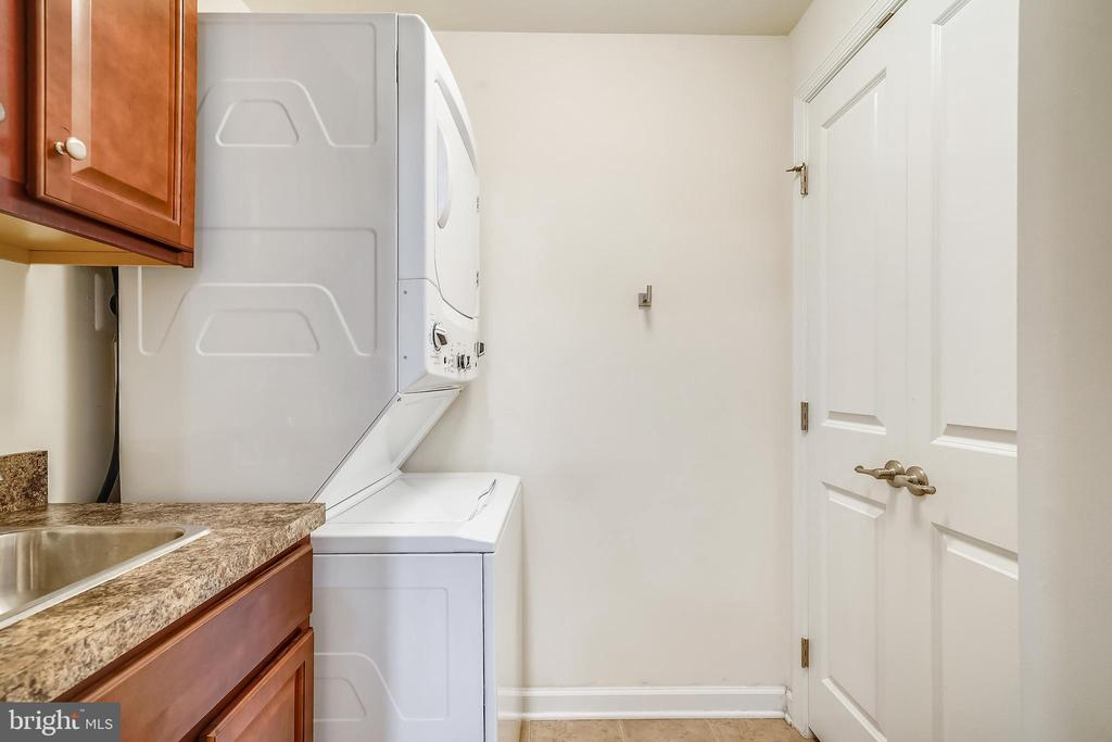 Second floor laundry - 6464 WALCOTT LN, FREDERICK