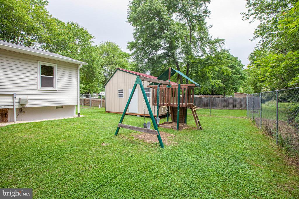 Play equipment and shed convey with property - 10905 DEERFIELD DR, FREDERICKSBURG