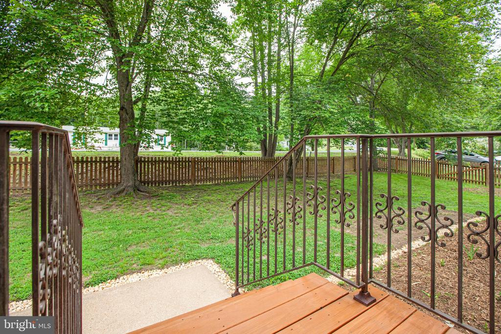 Customized railings face the spacious front lawn - 10905 DEERFIELD DR, FREDERICKSBURG