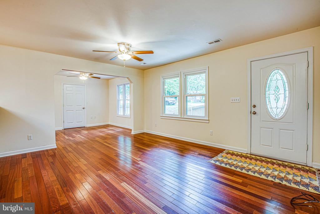 Discover an open concept living area upon entry - 10905 DEERFIELD DR, FREDERICKSBURG