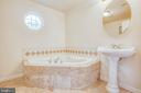 Relax in jetted tub in master en suite - 10905 DEERFIELD DR, FREDERICKSBURG