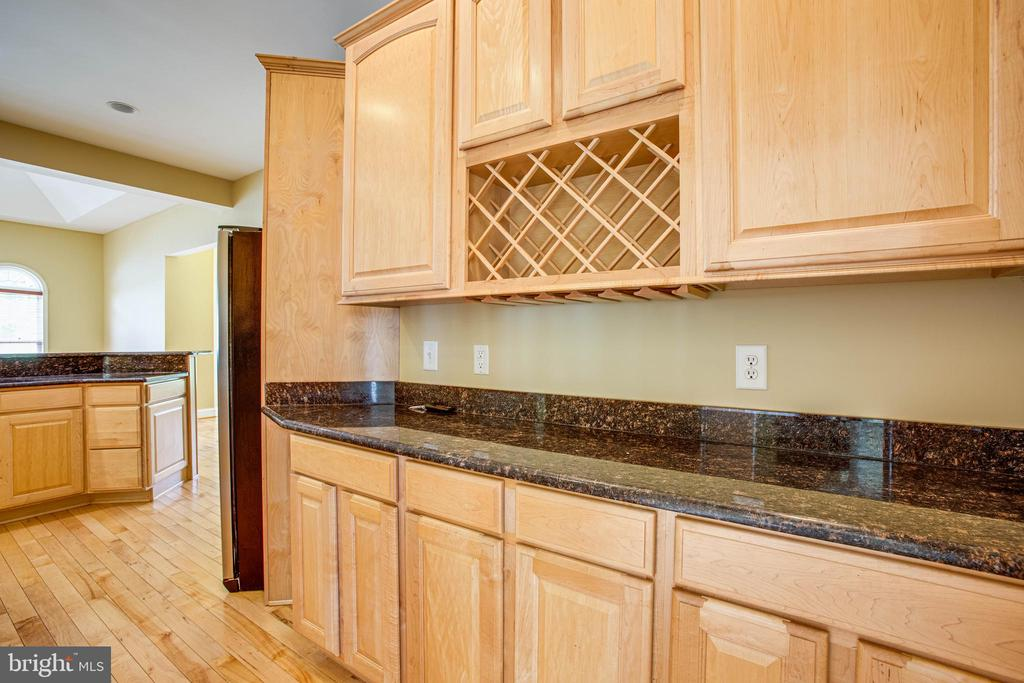 Butler's pantry leads to dining room - 9649 LOGAN HEIGHTS CIR, SPOTSYLVANIA