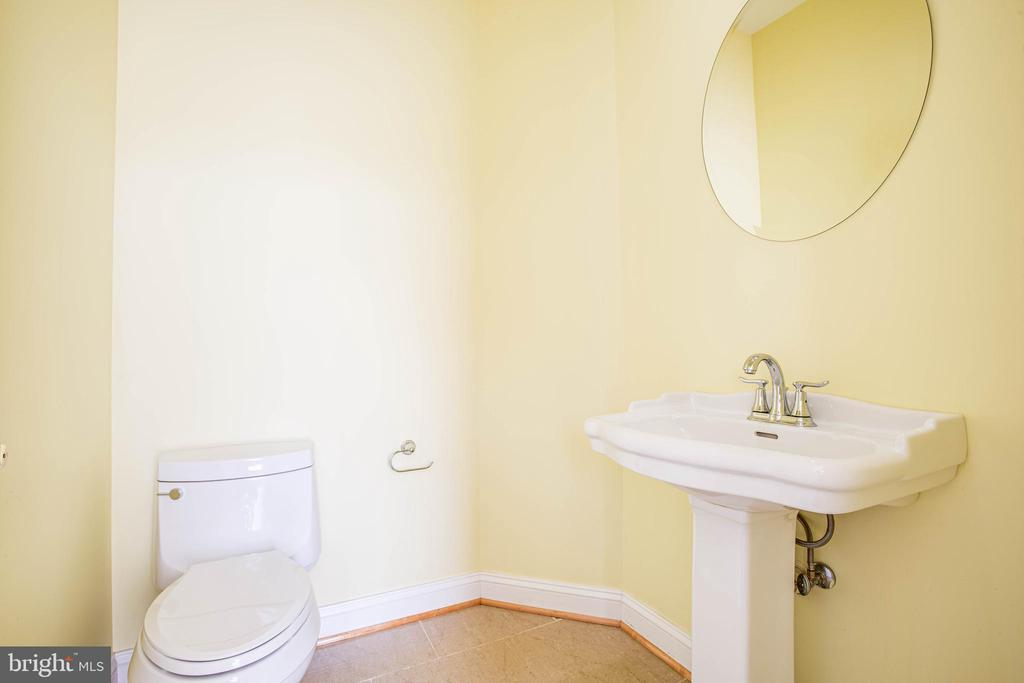 Half bath beside office - 9649 LOGAN HEIGHTS CIR, SPOTSYLVANIA