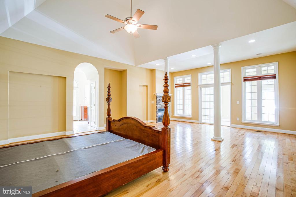 Master bedroom leads out to sun room and backyard - 9649 LOGAN HEIGHTS CIR, SPOTSYLVANIA