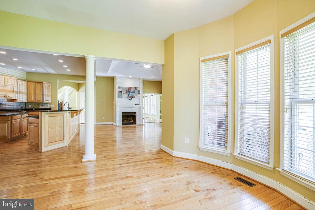 Dining nook in the kitchen - 9649 LOGAN HEIGHTS CIR, SPOTSYLVANIA