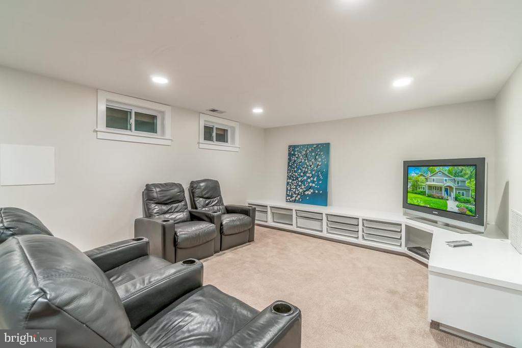 The lower level Recreation Room with built-ins - 5000 27TH ST N, ARLINGTON