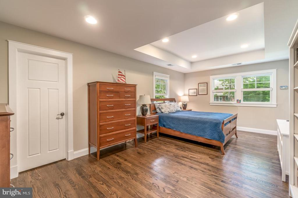 The Master Suite features tray ceiling - 5000 27TH ST N, ARLINGTON