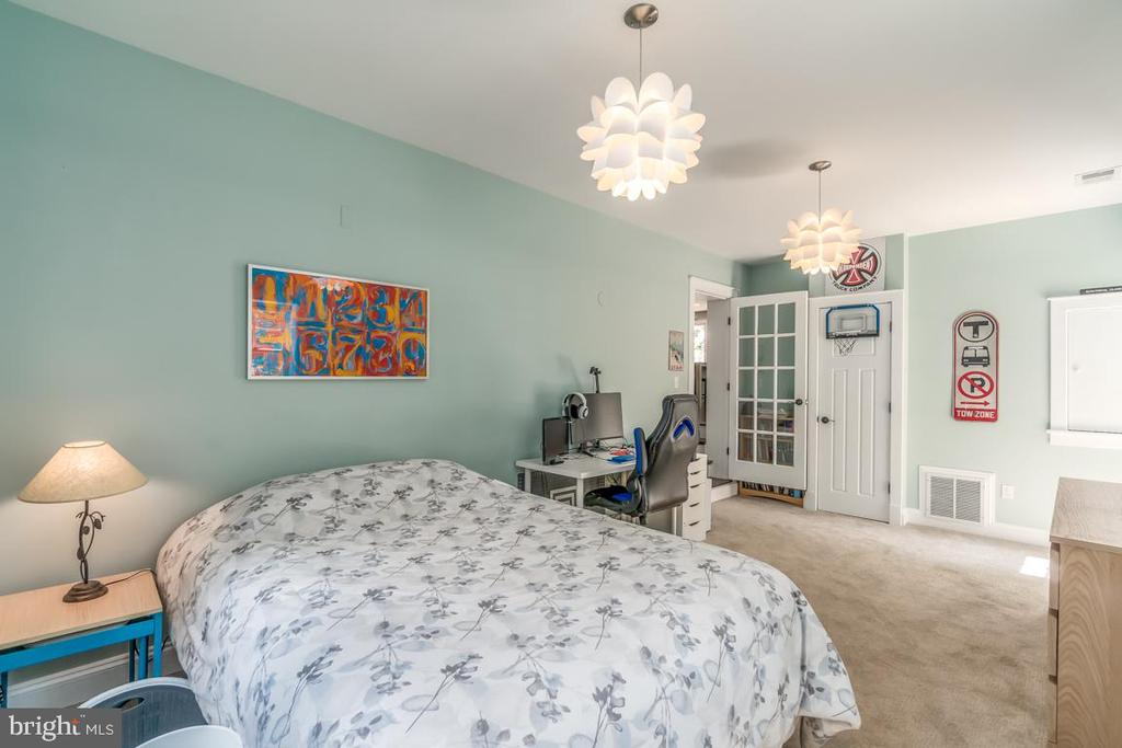 The office is used as a bedroom/teens quarters - 5000 27TH ST N, ARLINGTON