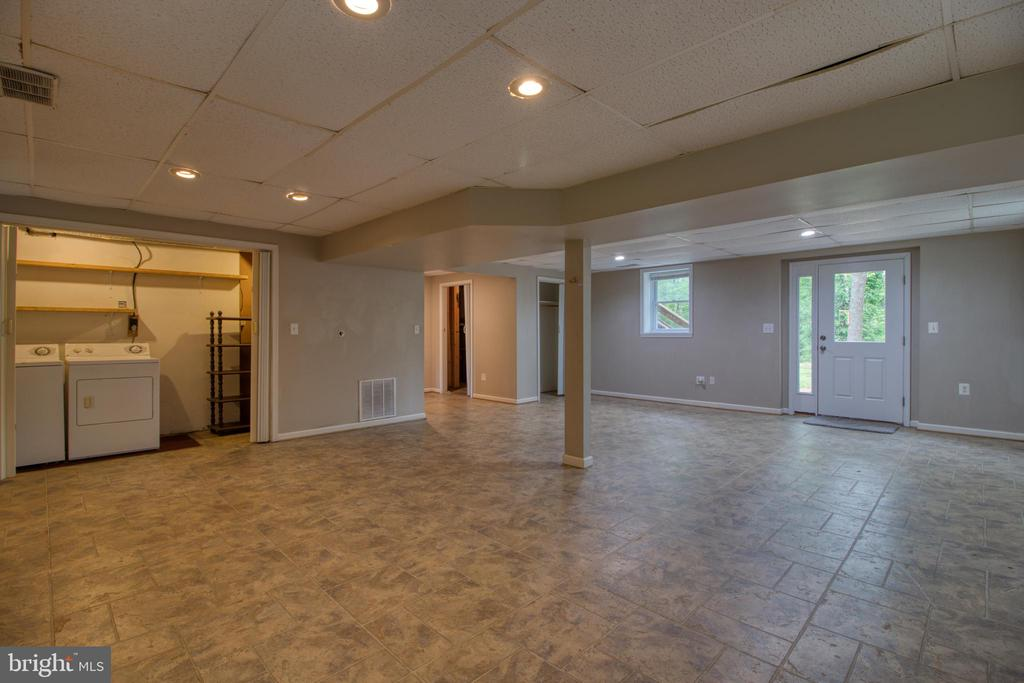 Lower level recreation room with laundry - 19355 YOUNGS CLIFF RD, STERLING